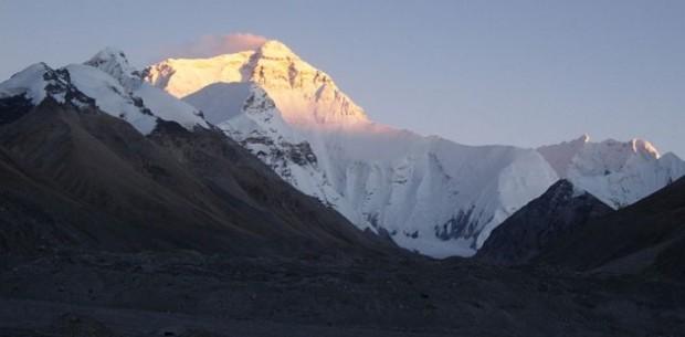 800px-Everest_Sunset_memes_2008-630x310
